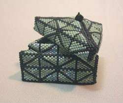Beadology Iowa Triangular Beaded Box