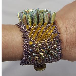 its-alive-peyote-bracelet_Beadology-Iowa