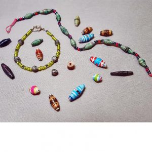 make-paper-beads_Beadology-Iowa