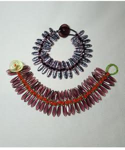 Feather-bracelet-right-angle-weave_dagger_Beadology-Iowa