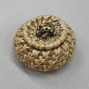 Marilyn-Moore_mini-pine-basket_Beadology-Iowa