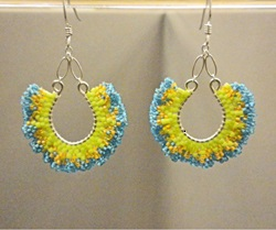 Ruffles-galore-earrings_brick-stitch_Beadology-Iowa