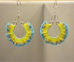 Ruffles-galore-earrings_brick-stitch_Beadology-Iowa